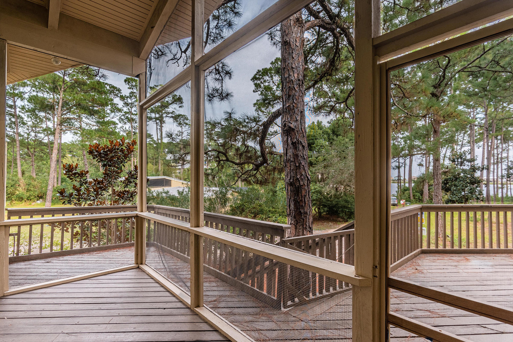 135 Oyster Lake Screened Porch