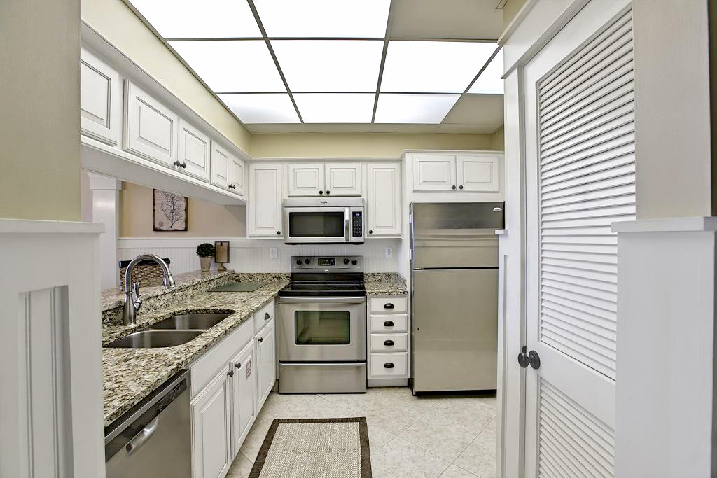 High Pointe 14E Kitchen