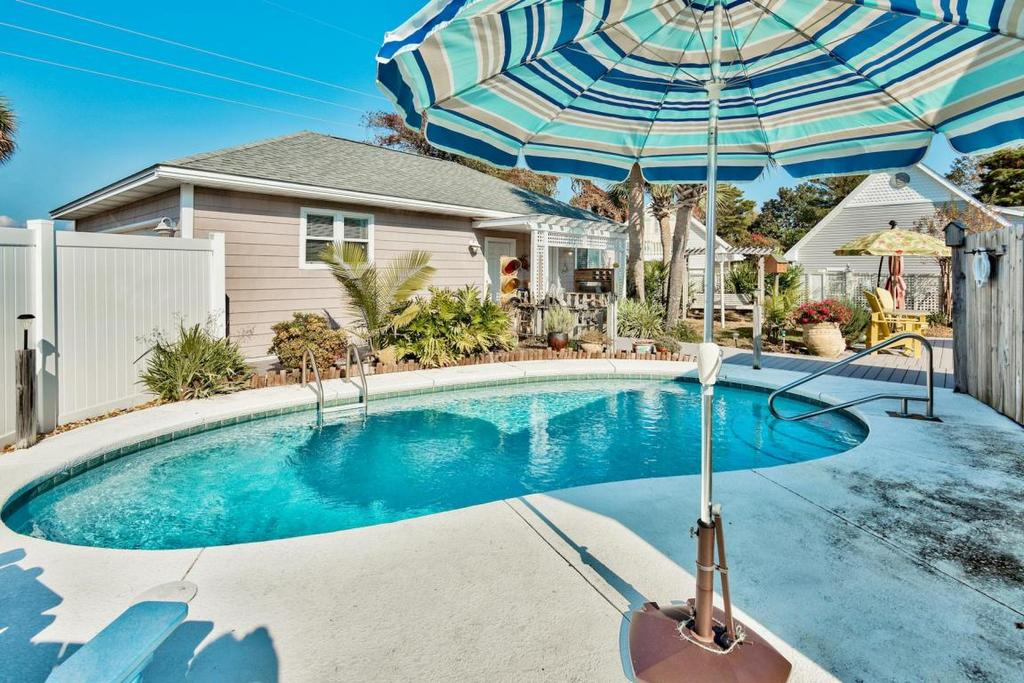 Crystal Beach Cottage Pool