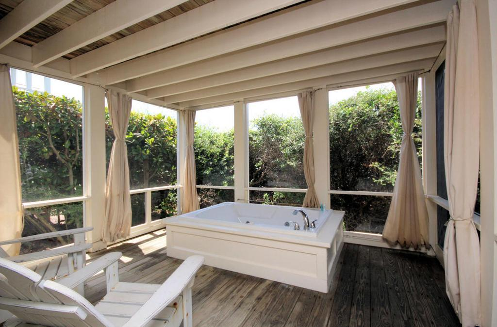 Balcony Tub Seaside